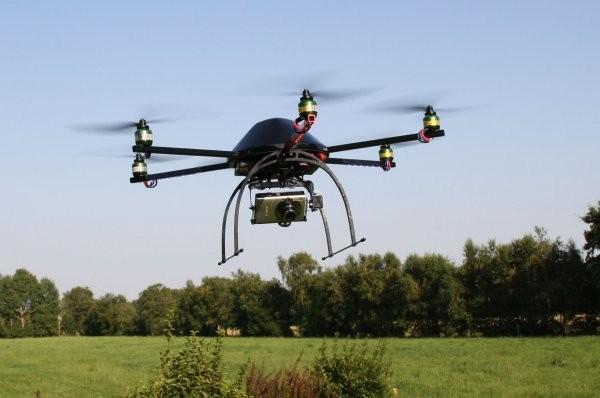 Штатская компания приспособила мультикоптер для дронсерфинга