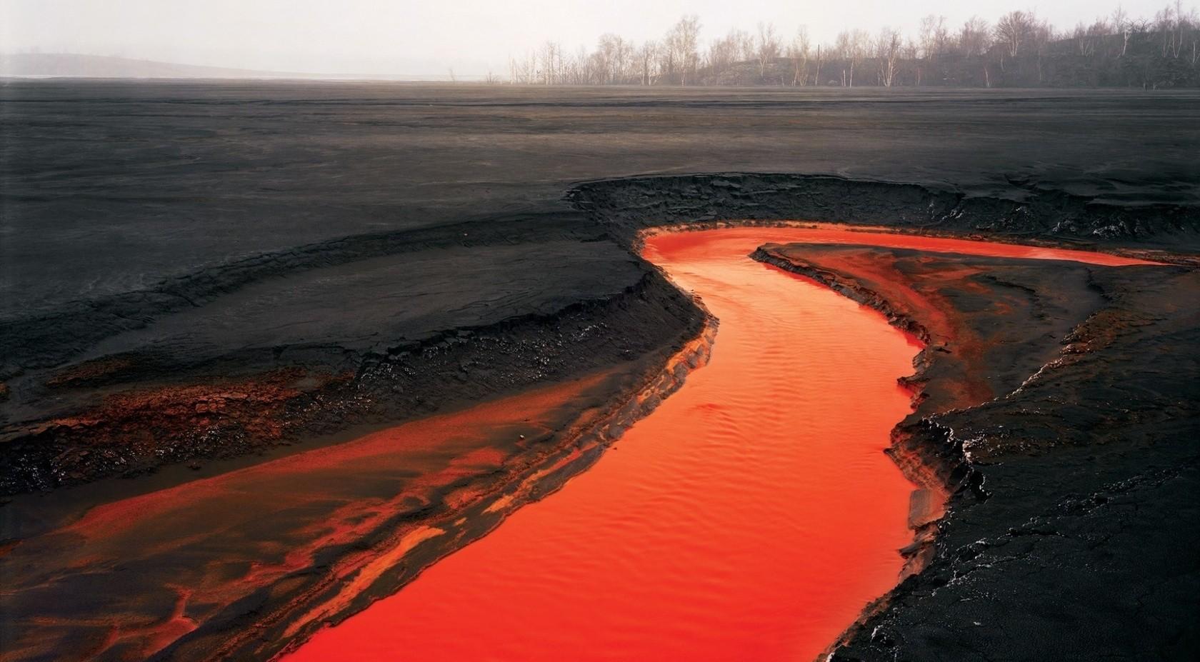 ВНорникеле появление «кровавой» реки пояснили аномальными дождями