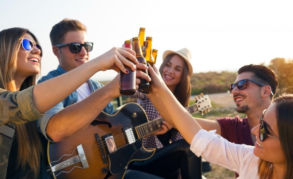 Ученые Количество выпитого алкоголя зависит от компании