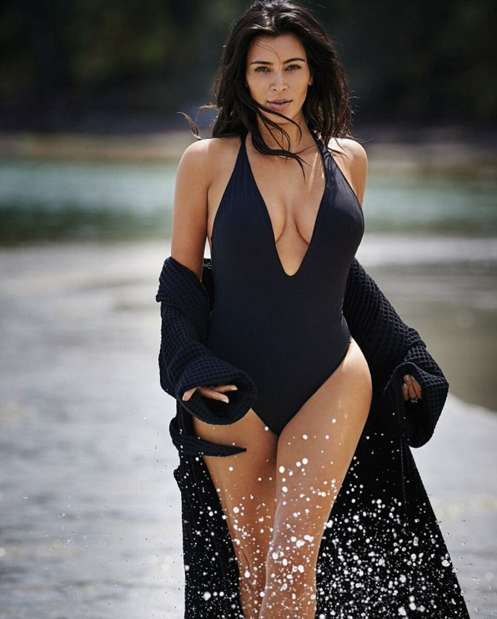 жена без белья на улице фото
