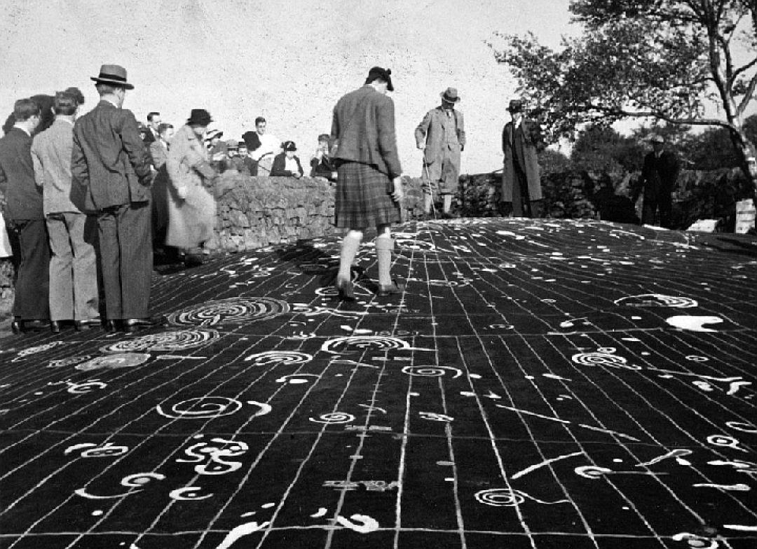 Разгадать тайну «инопланетных рисунков» надревней плите вШотландии пробуют ученые