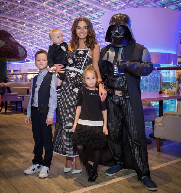 «Звездные войны»: Инна Жиркова устроила космический праздник вчесть 8-летия сына