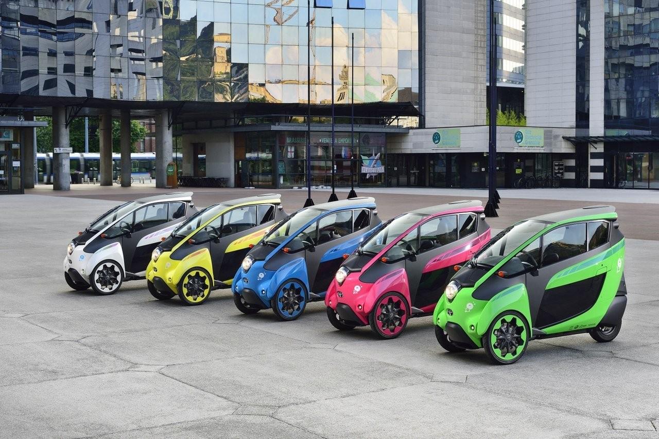 Испытателями электрокара Тойота i-Road станут домохозяйки и деловые люди