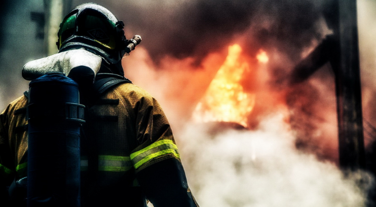 ВРостове спасли 20 человек впожаре вдевятиэтажке