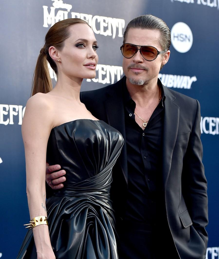 Бред Питт считает что Джоли'открыла ворота в ад, заявив о разводе