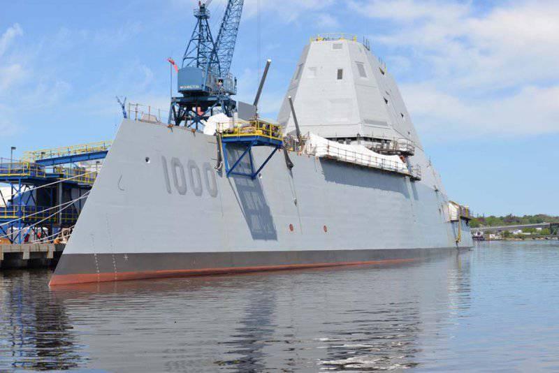 Новый эсминец ВМС США дал течь