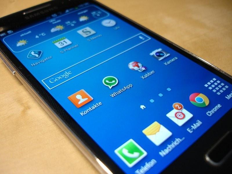 Всети интернет появились кадры нового смартфона-раскладушки от Самсунг