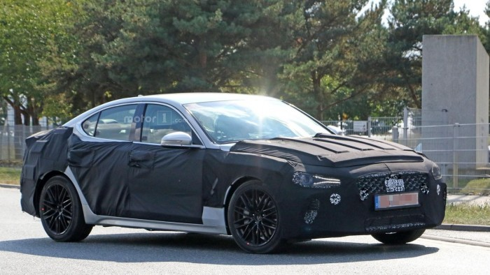 Genesis G70 от Hyundai проходит дорожное тестирование в Нюрбургринге