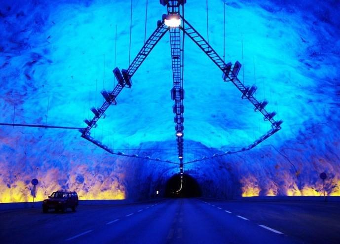 Вгорах Китая навысоте неменее 4км построили автодорожный тоннель