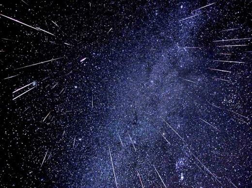8 и21октября этого года москвичи смогут увидеть два метеорных потока