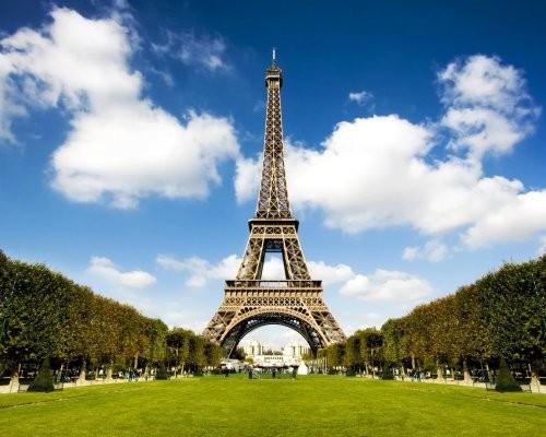 Встолице франции откроют зону для нудистов