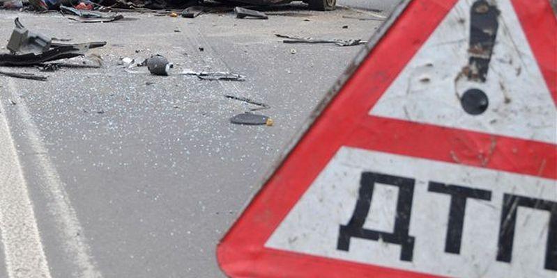 Автомобиль Кия врезался встолб насевере столицы, шофёр умер