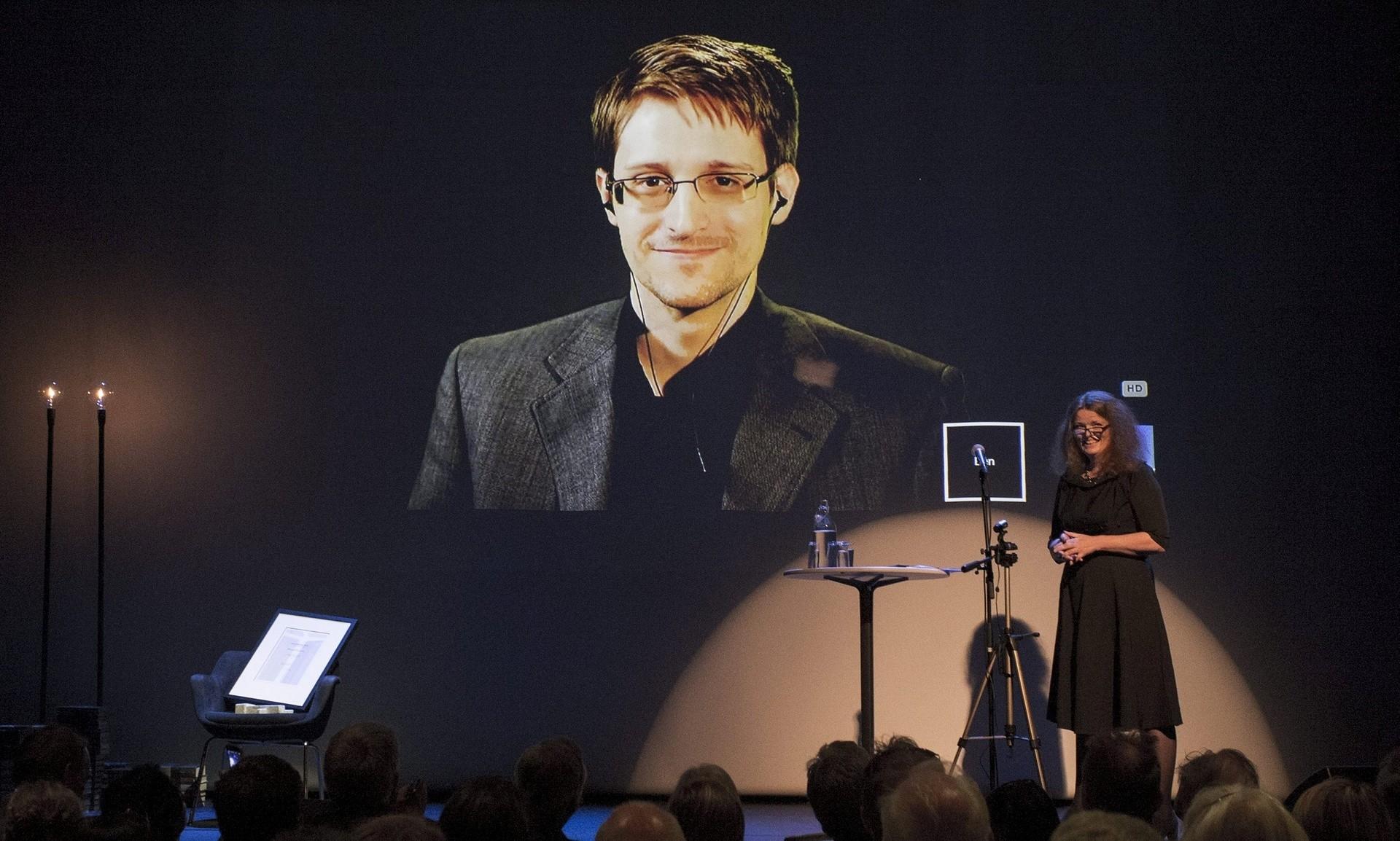 Сноуден стал лауреатом германской премии «Бокал благоразумия»