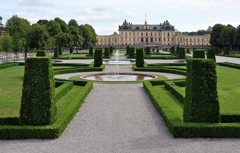 Власти Парижа выделят нудистам отдельный парк