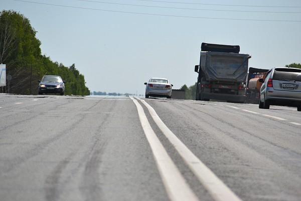 ВБолотнинском районе шофёр Москвича умер после столкновения с 2-мя встречными грузовиками
