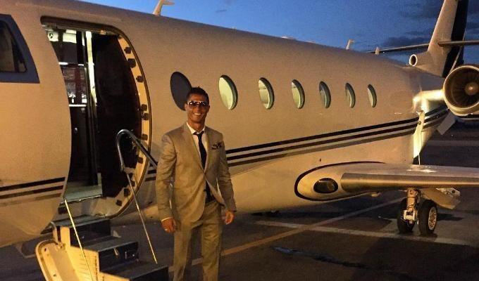 Самолёт Криштиану Роналду получил повреждения при посадке вБарселоне