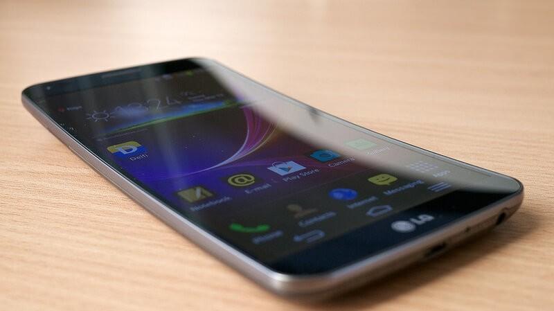 СмартфонLG G6 неполучит изогнутый OLED-дисплей