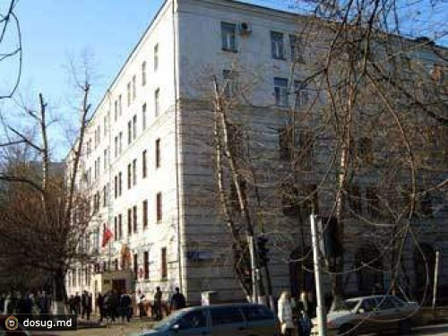 Нелегал убежал измосковского суда после решения оего выдворении