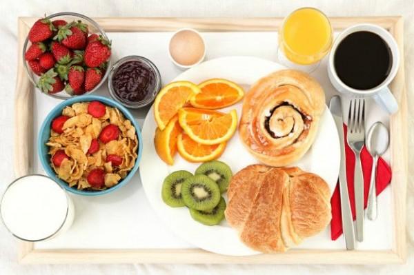 Ученые назвали лучшее для завтрака время