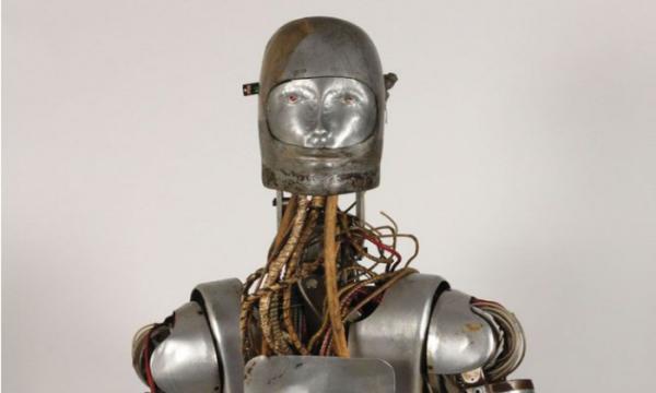 NASA продает на аукционе старого робота, использовавшийся для испытания скафандров