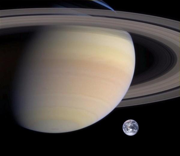 NASA опубликовало фото и видео с ледяными дюнами спутника Сатурна
