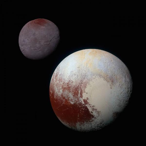 Астрономы раскрыли тайну красного пятна на Хароне