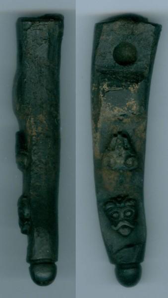 Археологи на раскопе Нутный IV нашли кость с изображением голов козла и человека