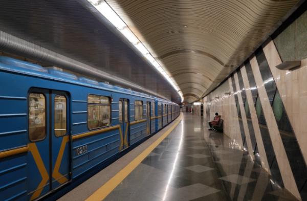 В столичном метро нашли тело сотрудника подземки