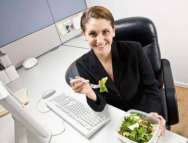 Офисные работники выделяют мало времени для обеда