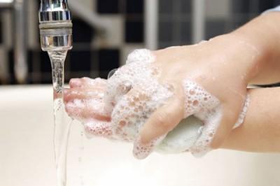 Ученые: Мытье рук может принести больше вреда, чем пользы