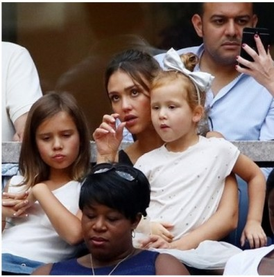 Джессика Альба показала своих взрослых дочерей