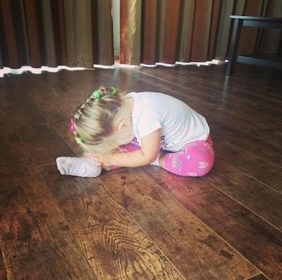Татьяна Навка выложила в интернете фото своей дочери-лебедя