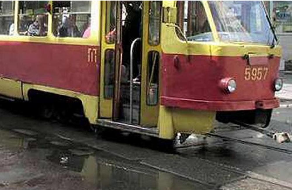 ВПетербурге натрамвайных путях отыскали коляску с5-месячной девочкой