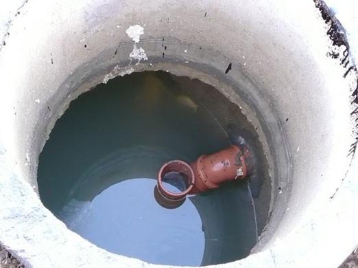 Погибшие втуалетной яме вОльховском районе мужчины отравились парами кислотного электролита