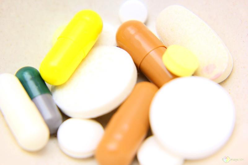 НаСветлановском проспекте двое маленьких детей наглотались таблеток