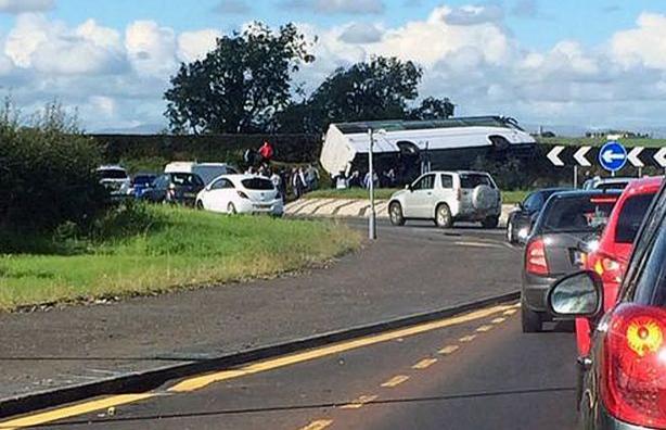 ВШотландии перевернулся автобус сфутбольными болельщиками