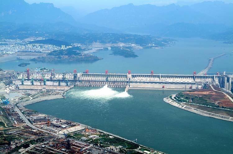Власти Китая эвакуировали 31 сотрудника затопленной ГЭС наюго-западе страны