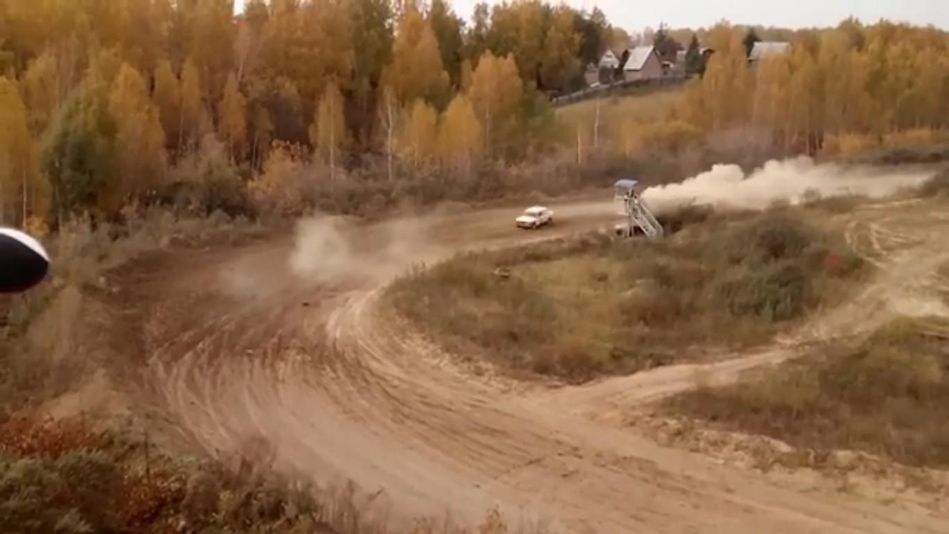 Кошмарная авария вОмске: раллийный автомобиль снес вышку ссудьями