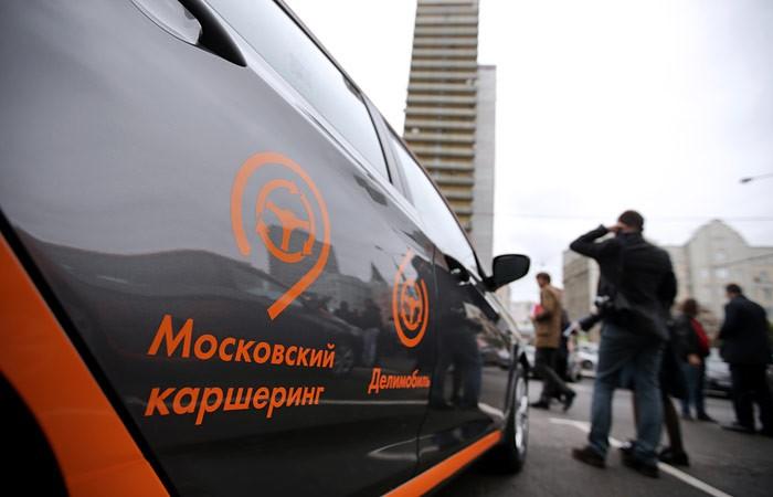 В российской столице машина вылетела наостановку исбила людей