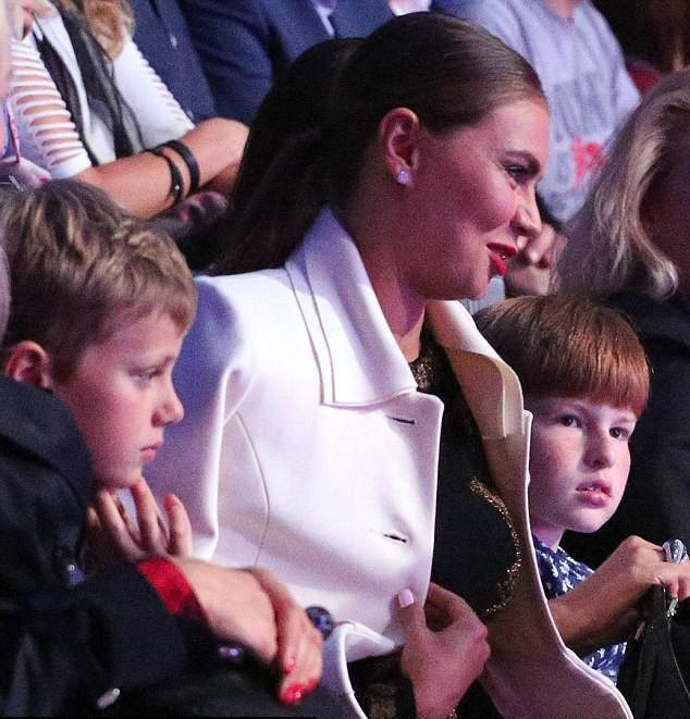 Корреспонденты отыскали тайную семью В. Путина
