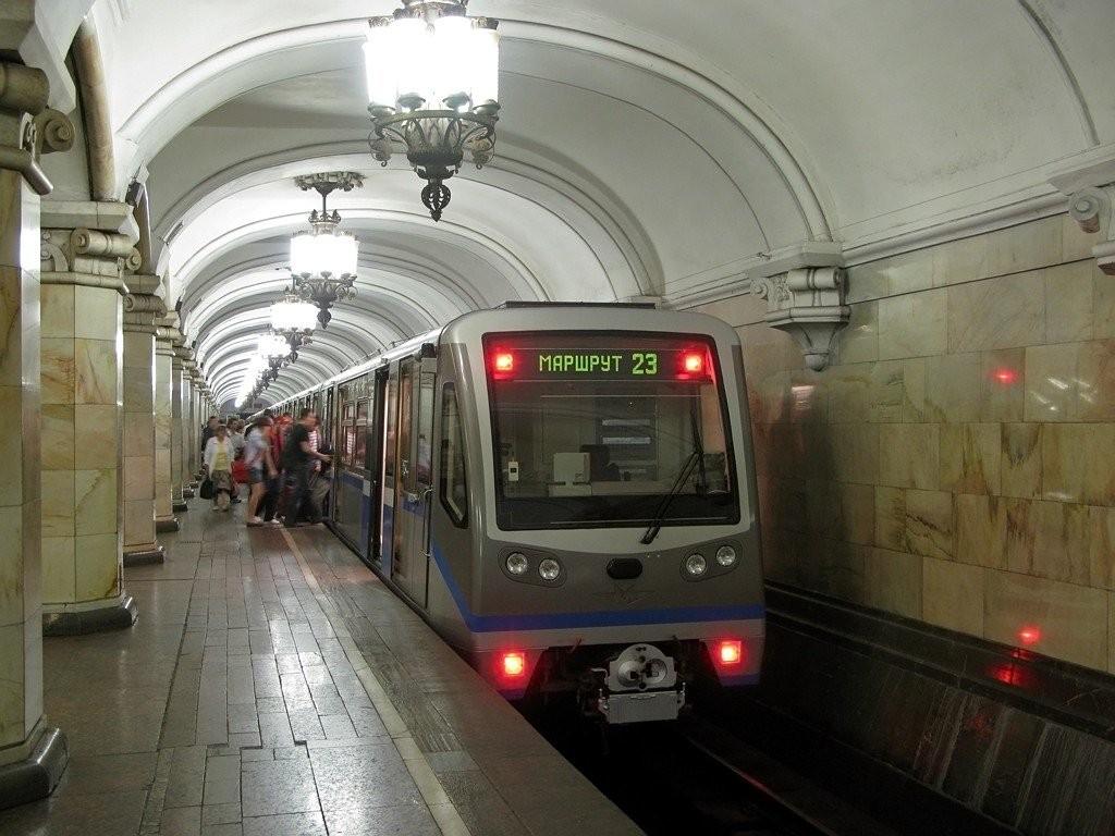 Настанции Новый Петергоф 17-летняя девушка угодила под поезд