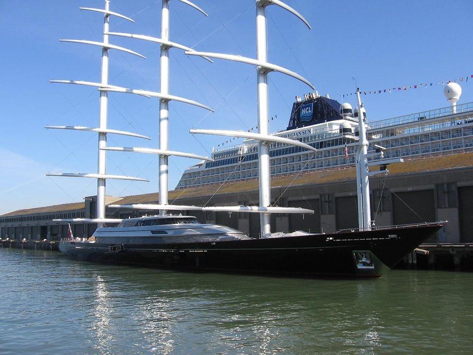Наибольшая вмире парусная яхта вышла вморе вГермании