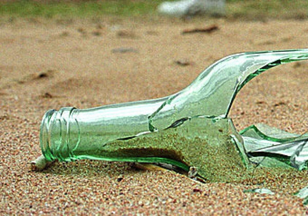 Бутылка упала наголову судебному приставу вЕкатеринбурге