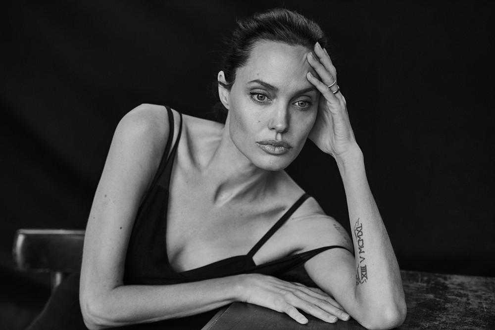 Анджелина Джоли сдетьми проходит курс психотерапии