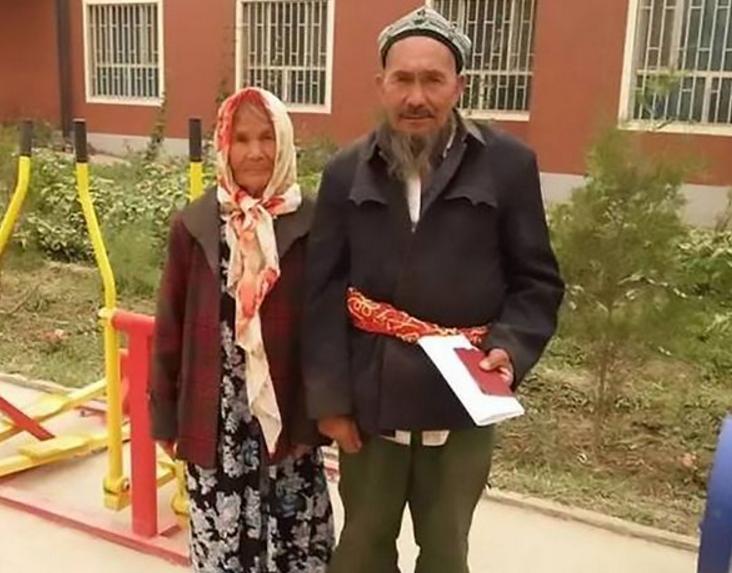 В Китае 114-летняя женщина и мужчина возрастом 71 год сыграли свадьбу