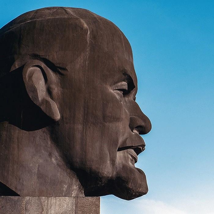 ВВолгоградской области пьяные школьники раскрасили монумент Ленину
