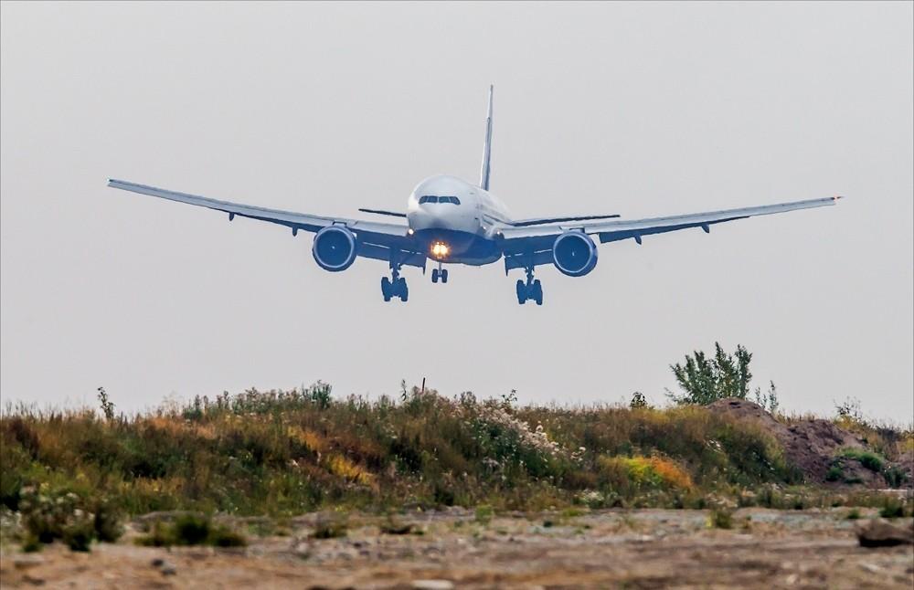 ВЯкутии пилот посадил самолет мимо взлетно-посадочной полосы