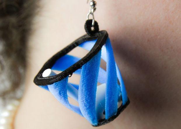ВСША выдумали сережки, помогающие поймать беспроводные наушники AirPods