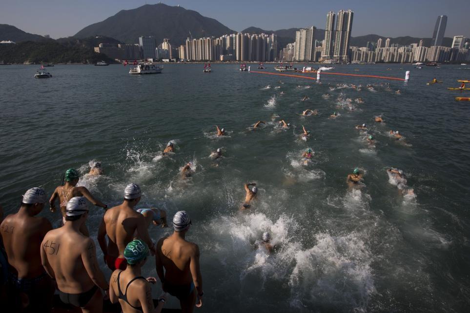 ВГонконге скончался один изпловцов ежегодного заплыва на1500 метров