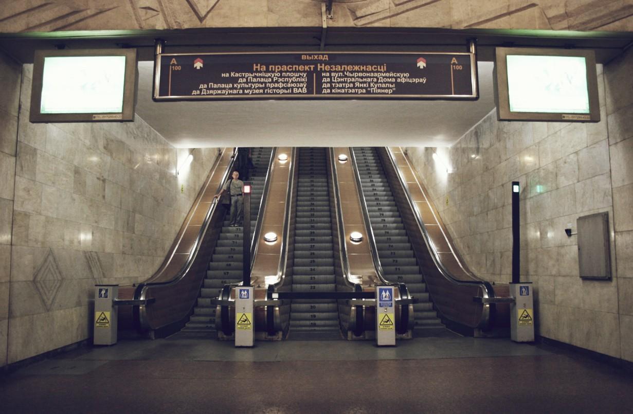 Вмосковском метро получили травмы две девушки
